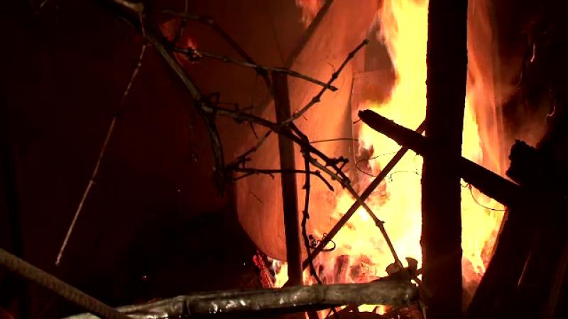 Triplu asasinat in Iasi, unde un barbat a dat foc casei in care erau sotia si doi din copiii sai. Ce a declansat tragedia