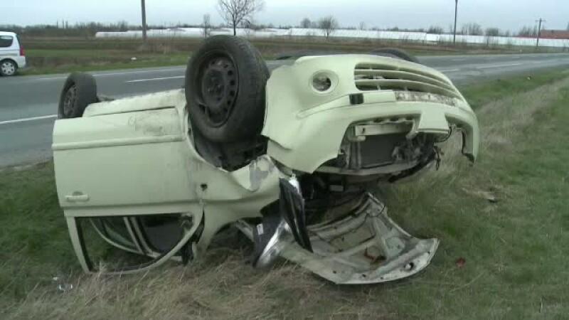 Un sofer din Buzau s-a rasturnat cu masina, dupa ce ar fi adormit la volan. Soacra barbatului a murit in accident