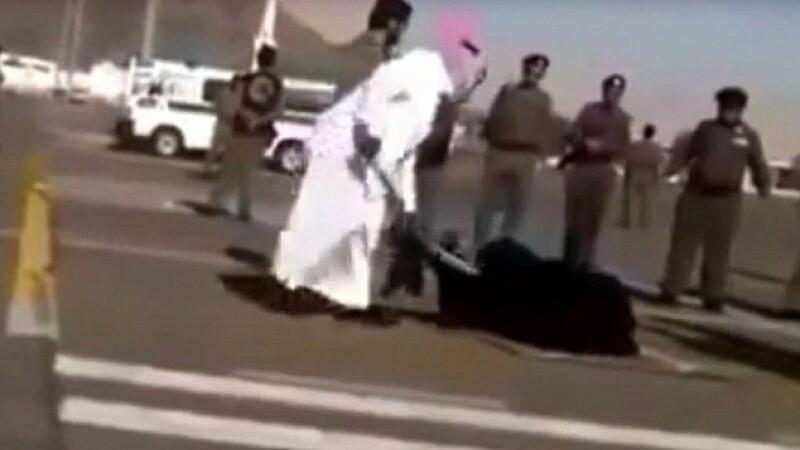 Decapitata in piata publica pentru ca si-ar fi ucis fiica vitrega. Ce striga femeia in momentul executiei. FOTO