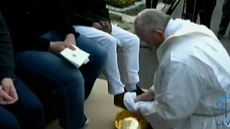 Gestul facut de Papa Francisc pentru 11 refugiati, inainte de Ziua Bunei Vestiri. Migrantii au izbucnit in lacrimi
