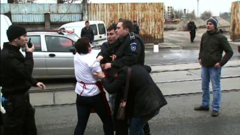 Femei batute si injunghiate in plina strada, in Romania anului 2016. Politist: