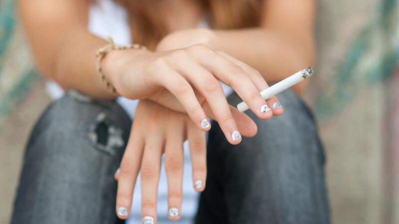 Problemele majore pe care le creeaza fumul de tigara in cavitatea orala. Cum au de suferit gingiile