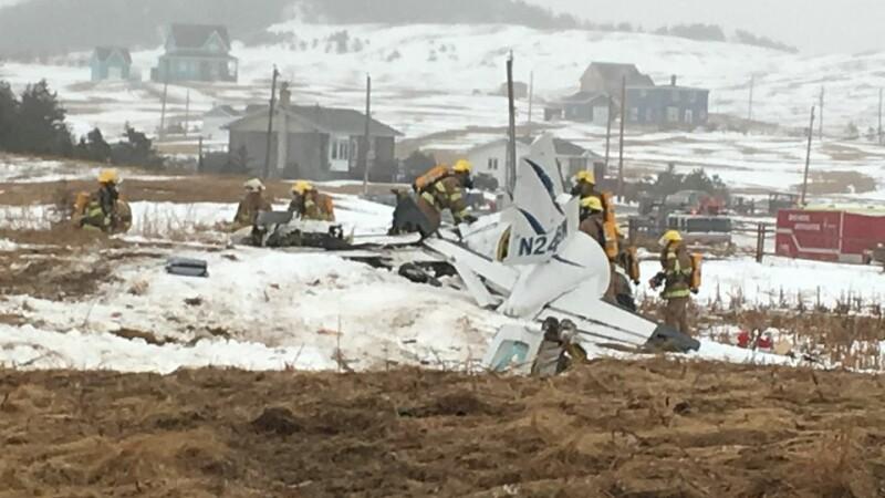 Sase morti dupa ce un avion s-a prabusit in Canada. La bord se afla un fost deputat, impreuna cu familia lui. FOTO