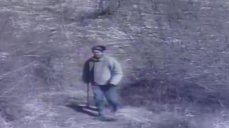Un cioban din Zarnesti a ucis cu toporul un caine caruia i-a fost stapan. Gestul a fost surprins de camerele de supraveghere
