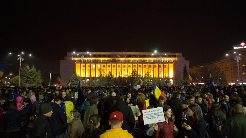 Mii de oameni au mers in mars prin centrul Capitalei, trecand pe la Parlament si pe la DNA. Imnul a fost intonat la final