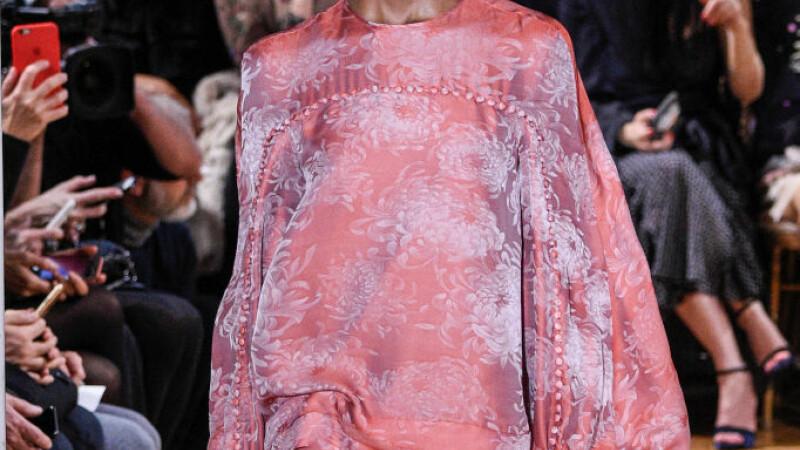 Extravaganta a atins cote neasteptate la saptamana modei de la Paris. Vivienne Westwood a fost surpriza serii