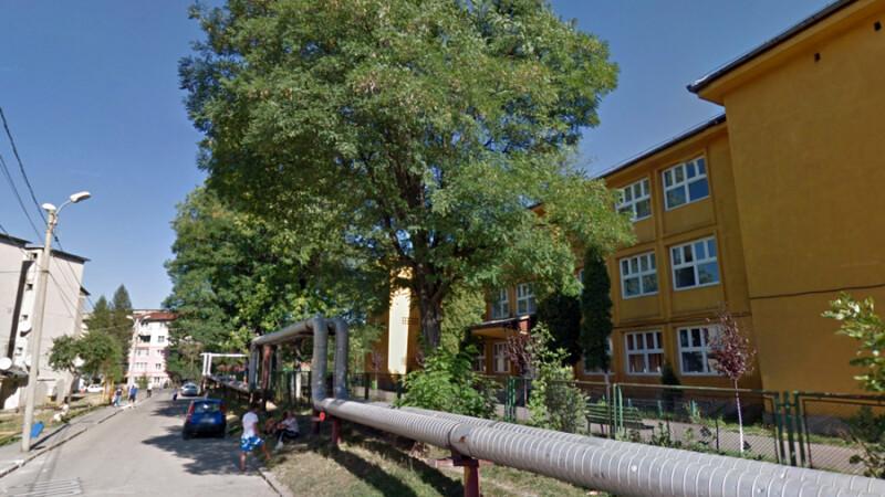 Profesor din Lupeni, fost viceprimar, acuzat ca a batut un elev.