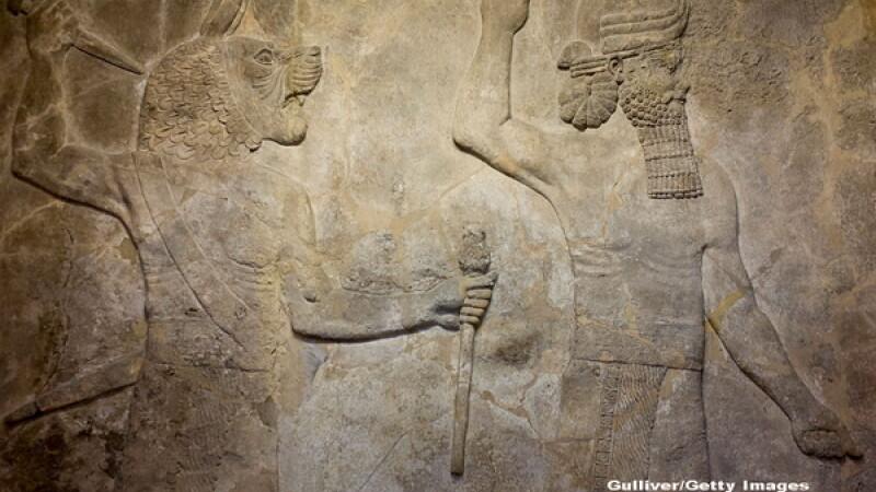 Jihadistii ISIS au bombardat un templu antic din Irak, iar cand au vazut ce e acolo au inceput sa sape. Marea descoperire