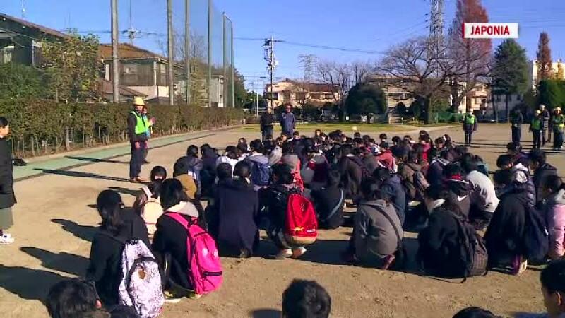 Cum decurge o simulare de cutremur in Japonia fata de Romania. Elevii, invatati inca de mici sa faca resuscitare