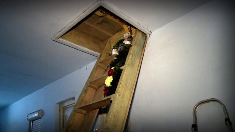 Politia a deschis o ancheta in cazul celor 3 bebelusi gasiti morti intr-un pod. Ar fi fost abandonati in ani diferiti