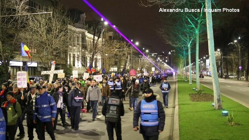 Noi proteste in toata tara. 2.500 de persoane s-au indreptat, in mars, de la Piata Victoriei la Palatul Parlamentului