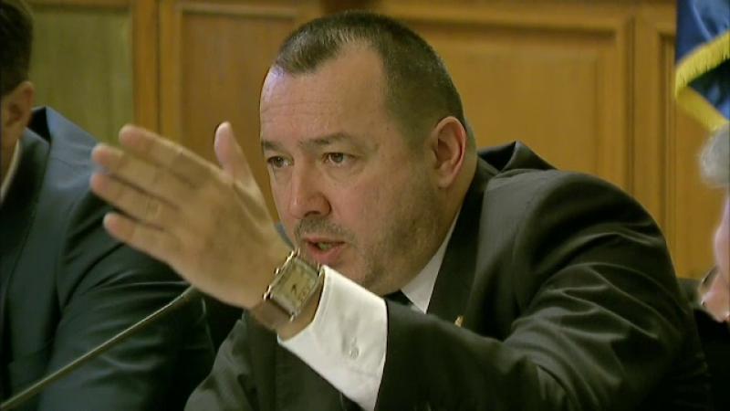 Politistii ii verifica armele lui Catalin Radulescu dupa ce a spus ca e pregatit sa traga in strada. Ce risca deputatul PSD
