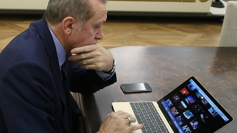 Atac informatic al sustinatorilor lui Erdogan pe Twitter. Printre tinte: BBC, doi ministri francezi si Amnesty International
