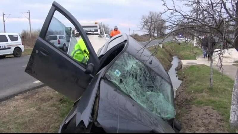 Accident grav pe DN25. Doi barbati au murit, iar al treilea e in stare grava, dupa ce masina lor s-a izbit de un cap de pod