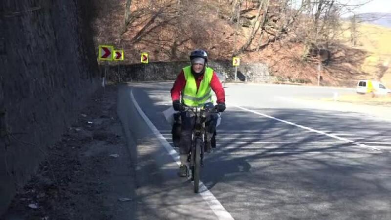 Un student a pornit intr-o mare aventura, cu doar 400 de lei in buzunar. Cristian va merge 4000 de km in Romania pe bicicleta