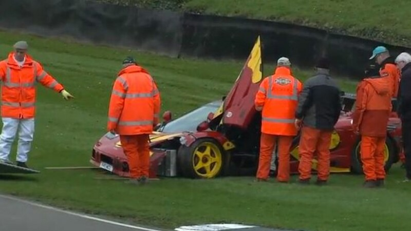 Masina de 3 milioane de lire sterline distrusa intr-un accident. Cine era la volan