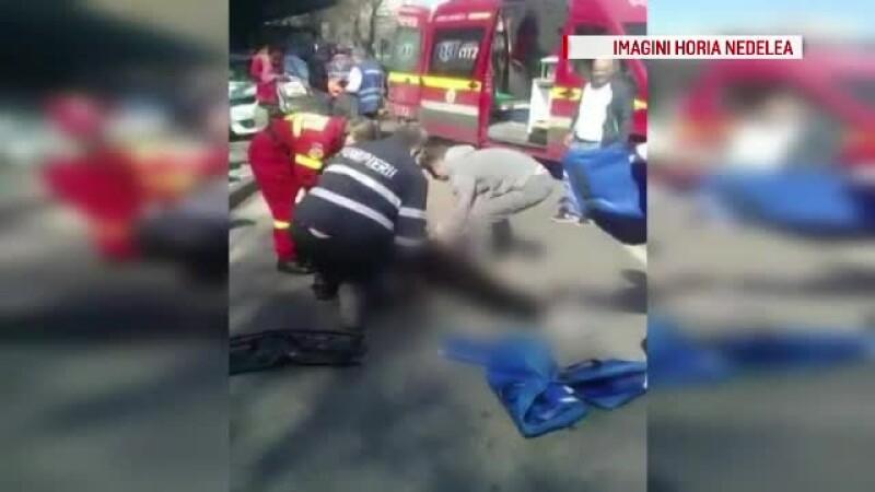 Trei persoane care asteptau autobuzul in statie, lovite de o masina. Explicatiile gasite de soferul vinovat