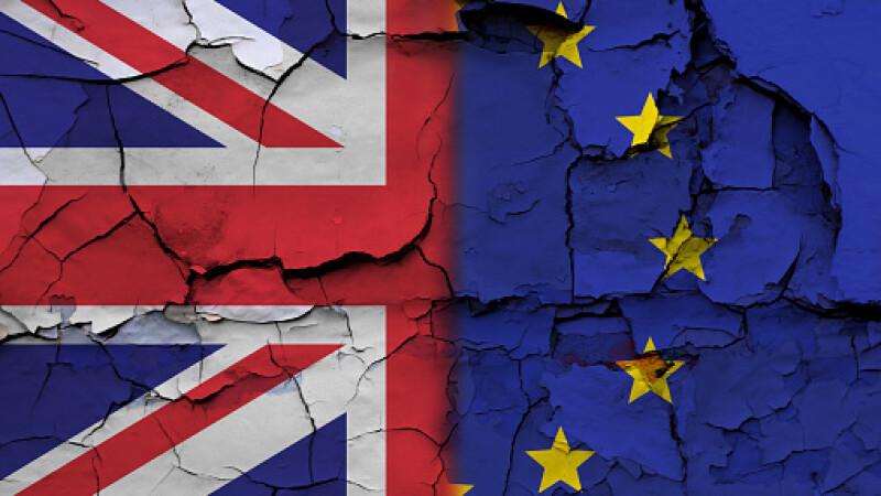 Efectele Brexitului se vad deja in buzunarele britancilor. Cu cat scad in 2017 veniturile celor care lucreaza in Regatul Unit