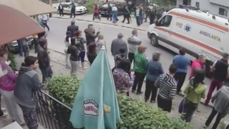 Accident filmat in Craiova. Trei oameni au fost spulberati pe trotuar de un sofer de 18 ani, cu permis de 3 saptamani