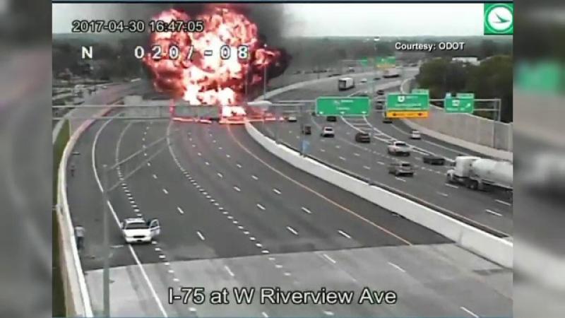 Explozie uriasa in SUA, dupa ce o masina a lovit o cisterna plina cu benzina. Ce avertisment au transmis autoritatile
