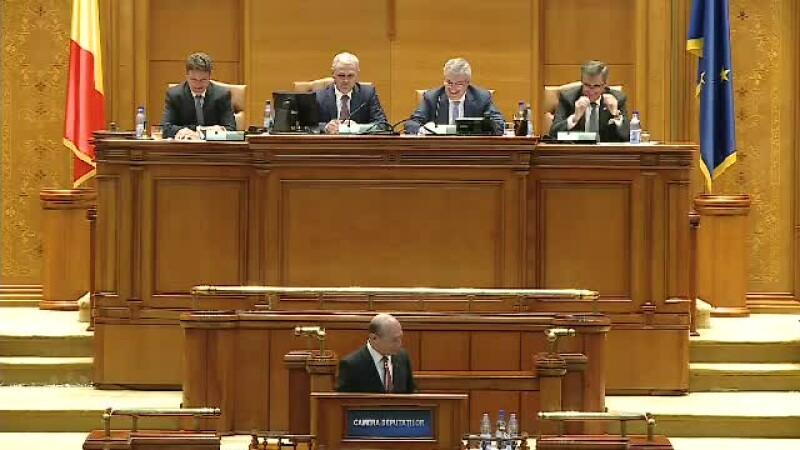 Sageti verbale in Parlament. Tariceanu: Ati depasit timpul! Basescu: Da, dar spun lucruri mai interesante decat dumneavoastra