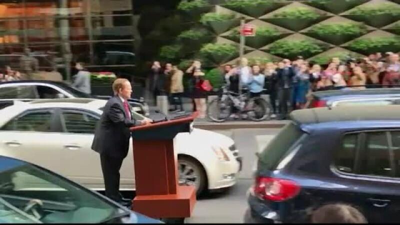 Dupa Alec Baldwin, a venit randul Melissei McCarthy sa parodieze administratia Trump. Cum a aparut pe strazile din Manhattan