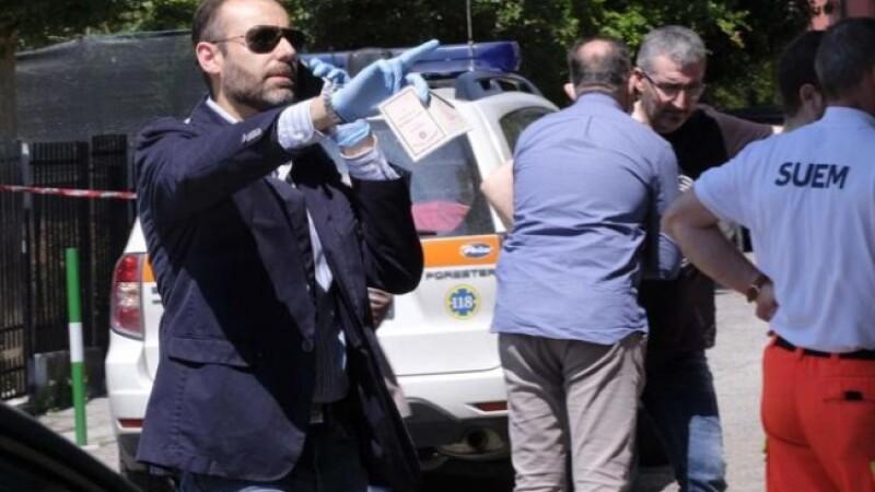 Un tanar din Moldova stabilit in Italia si-a injunghiat mama de 50 de ori, apoi s-a sinucis. Politia nu are nicio explicatie