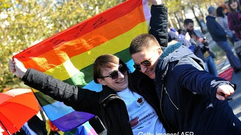 """Persoanele din comunitatea LGBT se căsătoresc """"de formă"""", de frică să nu fie dezmoștenite"""