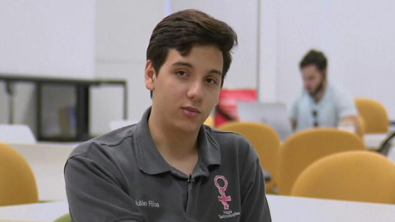 La doar 17 ani, un tanar din Mexic a inventat sutientul care, purtat doar o ora, detecteaza cancerul