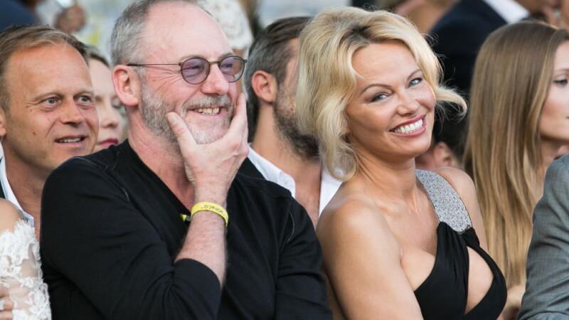 La 50 de ani, Pamela Anderson a atras privirile tuturor, la o prezentare de moda in Monaco. Cum era imbracata actrita. FOTO