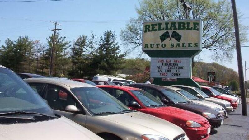 Castiga din criza! Dealerii romani de masini fac profit