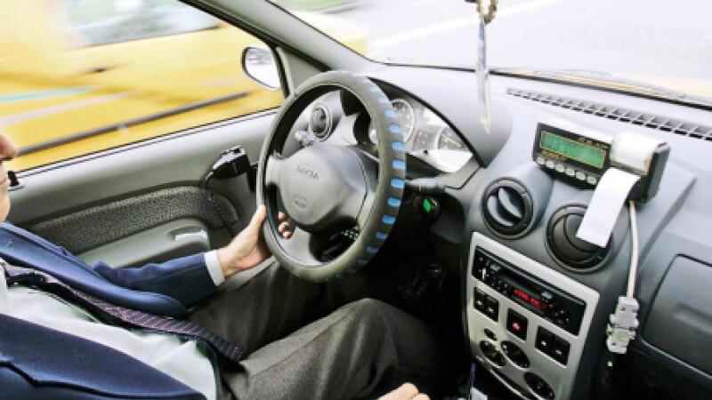 Taximetristul circula incet