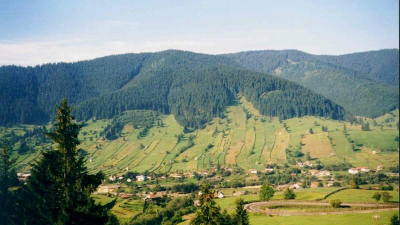 Peste 1 milion de romani sarbatoresc duminica Pastele. Obiceiurile care aduc anual zeci de turisti in satele din Transilvania