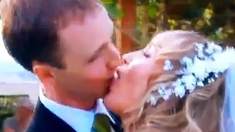 Cel mai jenant prim sarut. Ce iese cand doi tineri se pastreaza puri pana in ziua nuntii. VIDEO