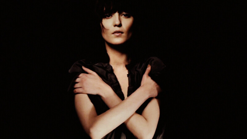 Irina Lazareanu, muza lui Karl Lagerfeld. A plecat din tara la 4 ani, dar n-a uitat ciorba de fasole