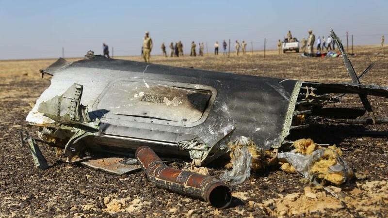 Un mecanic al EgyptAir, suspectat ca a plasat bomba in avionul prabusit in Sinai. Ce legaturi ar avea cu Statul Islamic