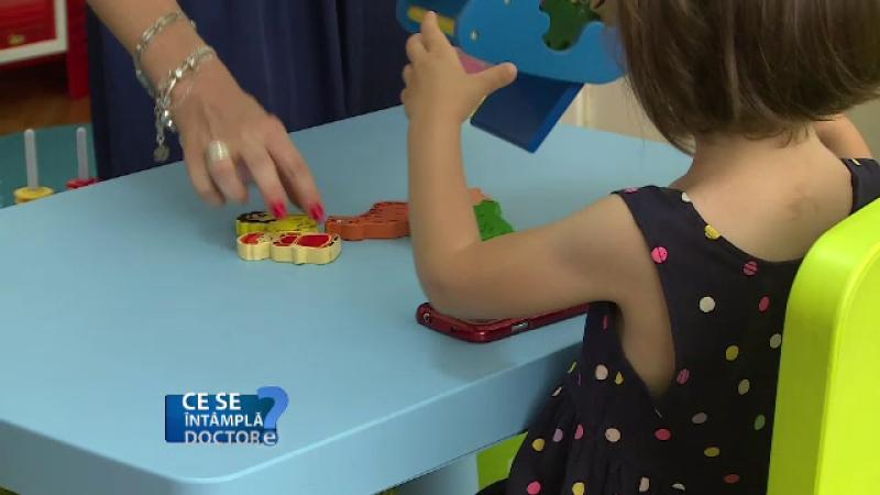 Doi ani - varsta critica la care orice copil ar trebui evaluat de un specialist. Ce probleme pot aparea atunci