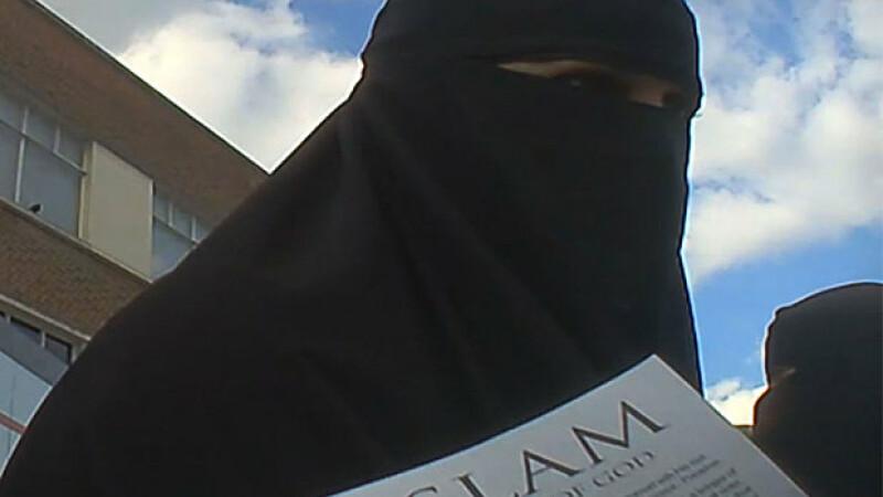 40% dintre cetatenii francezi care s-au alaturat Statului Islamic sunt femei. Ce le atrage la jihadisti pe frantuzoaice