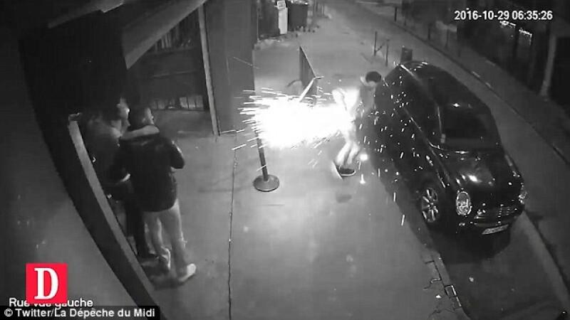 I-a explodat tigara electronica in mana si barbatul a luat foc. Incidentul surprins de camerele de supraveghere, in Toulouse