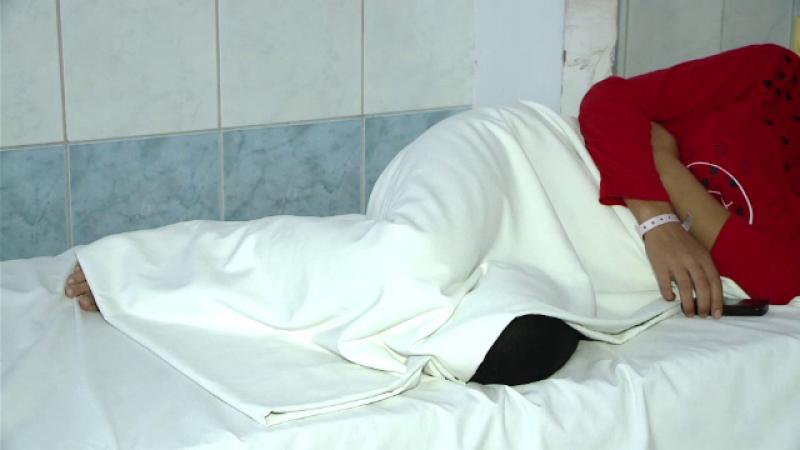 Tanara gravida in sapte luni din Ploiesti, la spital, dupa ce a fost injunghiata de iubitul ei