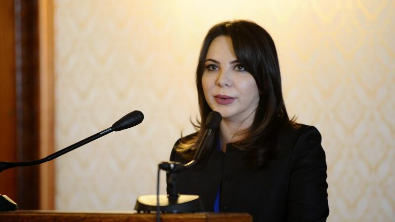 Sefa Autoritatii Electorale Permanente, acuzata de DNA ca a primit spagi uriase pentru contracte IT. Reactia sotului ei