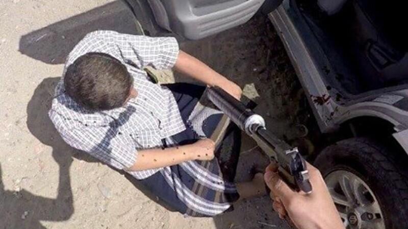 Executia brutala a unui colonel din Yemen de catre ISIS. Barbatul a fost impuscat de la mai putin de un metru