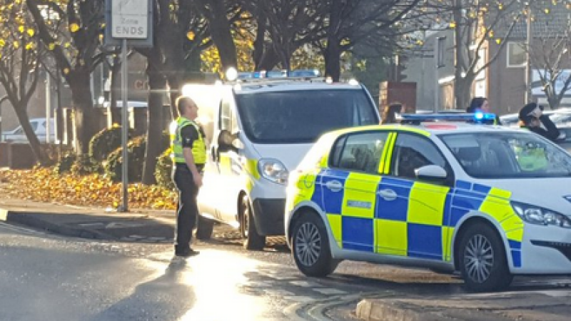 Barbat inarmat cu un topor, impuscat de politie in Hull City. Centrul orasului a fost blocat