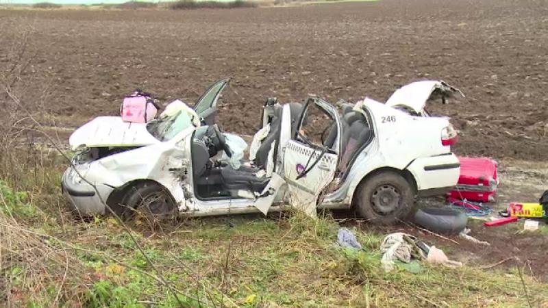 Trei persoane au ajuns la spital după ce un taximetrist ar fi încercat să evite o căprioară