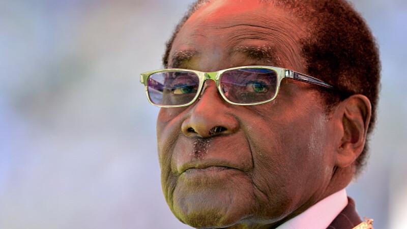 Criza din Zimbabwe. Robert Mugabe se află în custodia armatei, la domiciliu