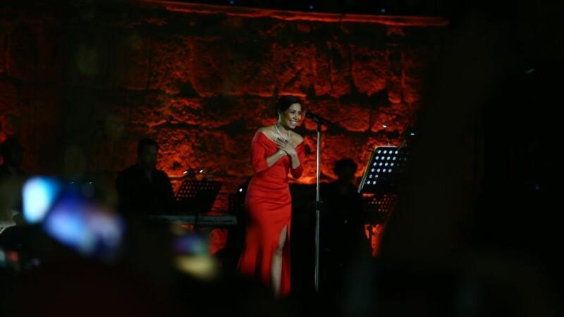 Cântăreață din Egipt, chemată în instanță, după ce și-a sfătuit fanii să nu bea apă din Nil