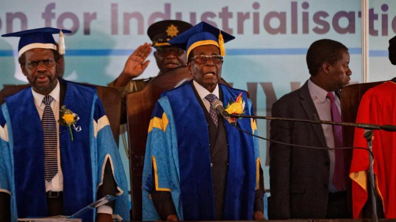 Robert Mugabe, prima apariție publică după lovitura în forţă a armatei