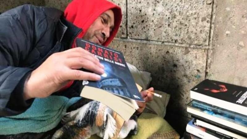 """Daniel, românul """"cerșetor intelectual"""" din Milano: """"Lumea mă cunoaște și îmi împrumută cărți"""""""