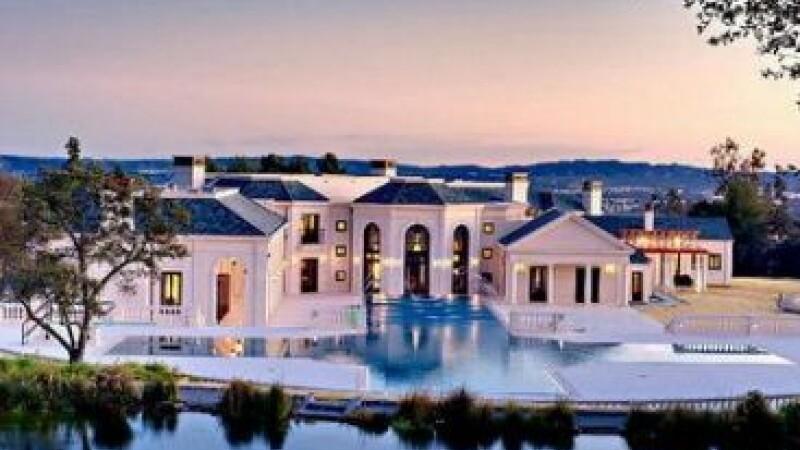 Vizita intr-una dintre cele mai scumpe case din lume: cinema 3D, piscine si salon de poker. FOTO