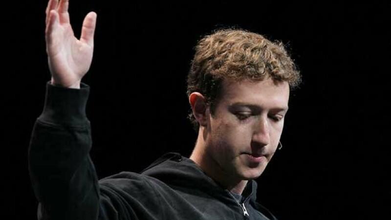 Zuckerberg, la un pas de a pierde jumatate din Facebook. Ce contract a semnat fondatorul retelei